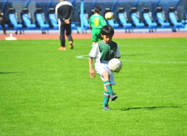 リフティングボールの効果と使い方、おすすめのボールの選び方を紹介