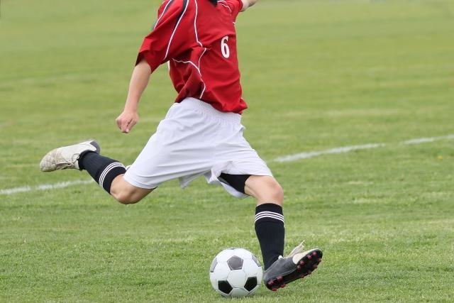 サッカーのキックの種類・蹴り方を動画で解説!試合での使い方やコツ