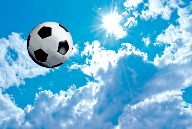 サッカーの水分補給の重要性。効果的なタイミングとポイントを解説。