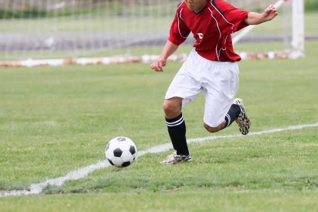サッカードリブルのテクニックが身につく!ドリブル種類別の練習方法