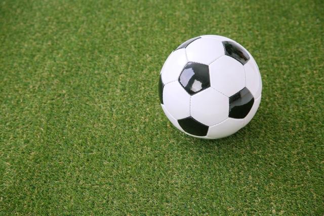 少年サッカーに必要な持ち物リスト!便利グッズや保護者に必要な物も紹介。