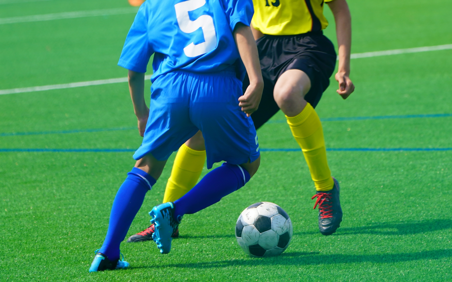 サッカー守備の基本!体の入れ方と使い方の効果的なトレーニング方法